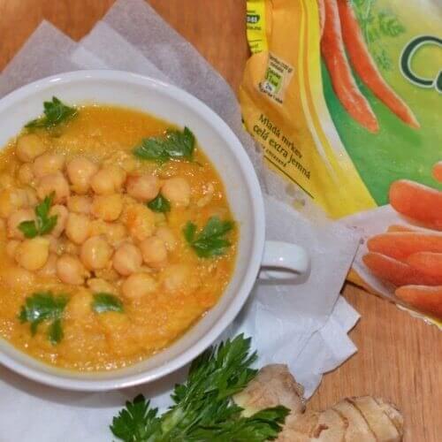 Імбирний суп з нутом і морквою