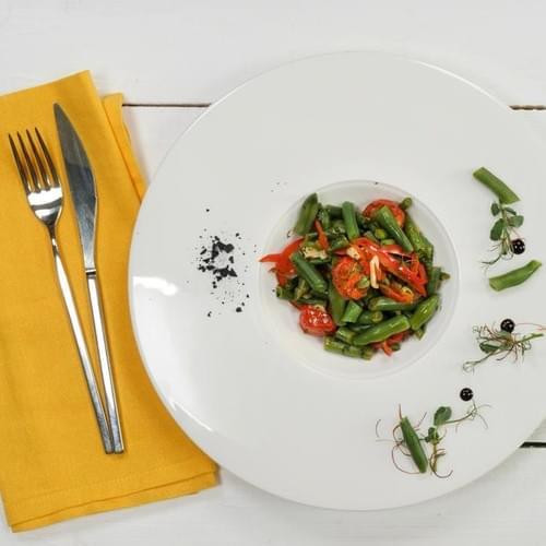 Зелена квасоля з помідорами та кропом