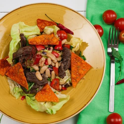 Салат з яловичиною та білою квасолею