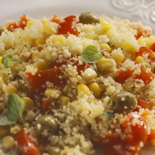 Теплий салат з кус-кусом та кукурудзою